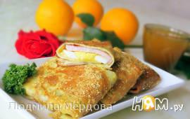 Блинчики с ветчиной, яйцами и сыром в панировке