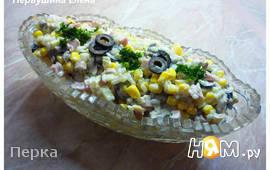 Салат с ветчиной и маслинами