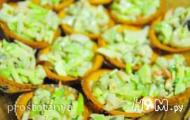 Тарталетки с салатом из кальмаров