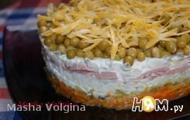 Салат с колбасой и рисом