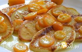 Оладьи с соусом из кумкватов
