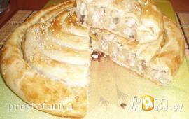 Спиральный пирог с курицей,сыром и грибами