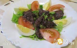 Салат с куриной печенью, обжаренной в порто