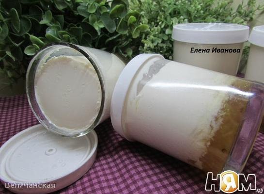 Йогурт с вареньем