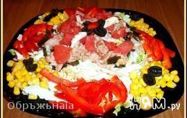 Салат с тунцом, грейпфрутом и овощами