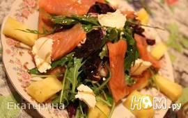 Салат с семгой и ананасом