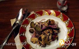 Салат постный из мидий и соленого огурца