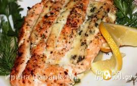 Филе лосося запеченное с голубым сыром и вином