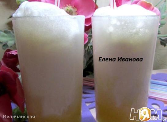 Коктейль с апельсиновым соком и мороженым