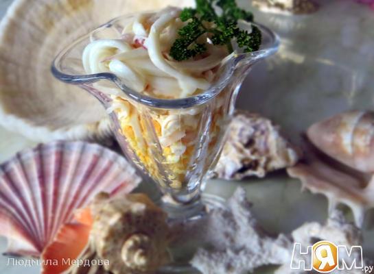 Рецепт Салат из кальмаров с плавленым сыром