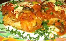 Рыба под соусом с маринованными огурцами