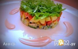 Салат с лососем и ананасом под розовым соусом