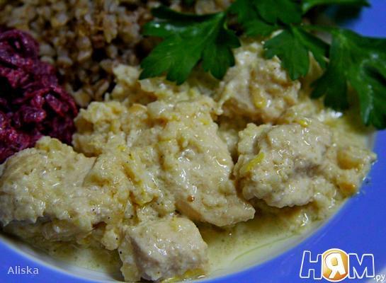 Рецепт Курица с айвой в сметане