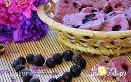 Фиолетовое печенье с черной смородиной