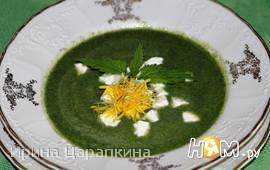 Крем суп из крапивы с брынзой и одуванчиками