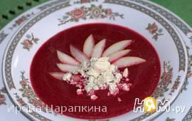 Крем суп из  свеклы с грушей и голубым сыром
