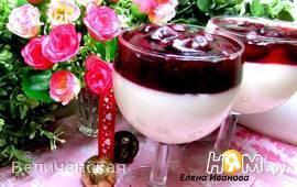Панакота ванильная с конфитом из вишни