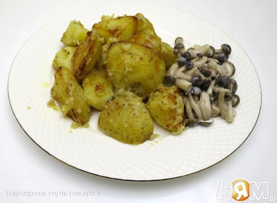 Рецепт Картофель со сметаной и хмели-сунели в мультиварке