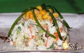 Салат с крабовыми палочками и тремя видами огурцов