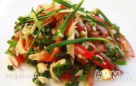 Салат с черемшой, помидорами и сыром
