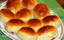 Печеные пирожки с жареной капустой и яйцом