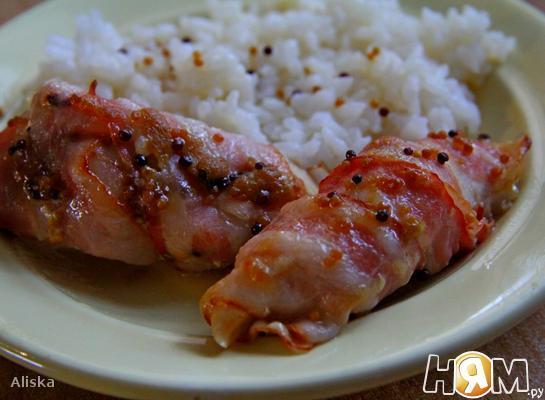 Рецепт Куриные грудки в беконе и пикантном соусе