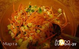 Салат из курицы, морковки и огурцов