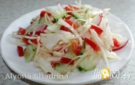 Витаминно - овощной салат из свежих овощей.
