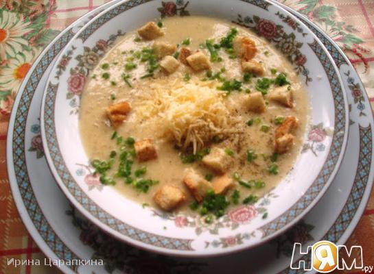 Луковый суп со сливками и яйцами