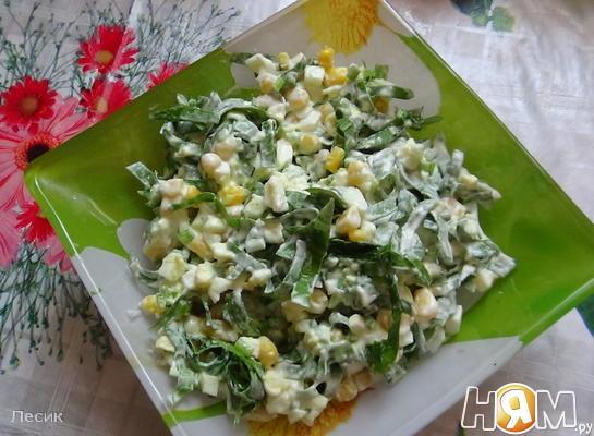Салат из черемши и кукурузы