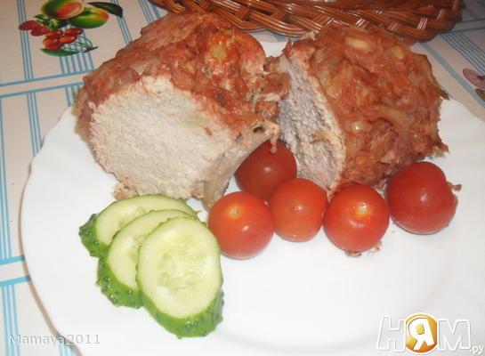 Мясо в томатном соке с луком и специями