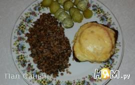 Мясо, запеченое под сырной шапкой