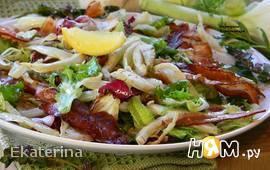 Салат с карамелизированным фенхелем и беконом.