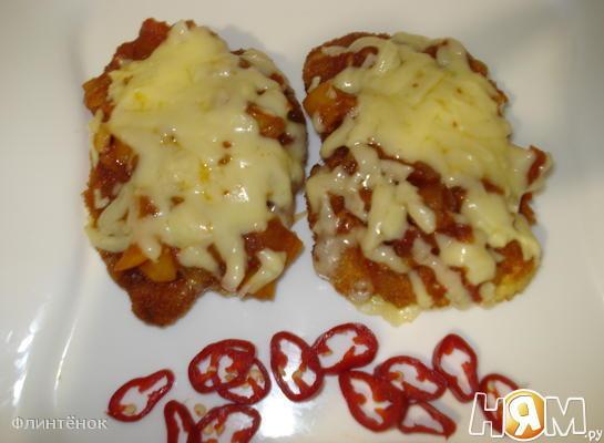 Курица с помидорами и сыром