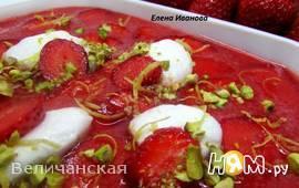 Клубнично-лимонный холодный суп с нежными клецками