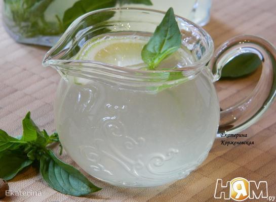 Лимонад с базиликом и душистым перцем