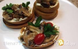Брускетта с грибами и козьим сыром