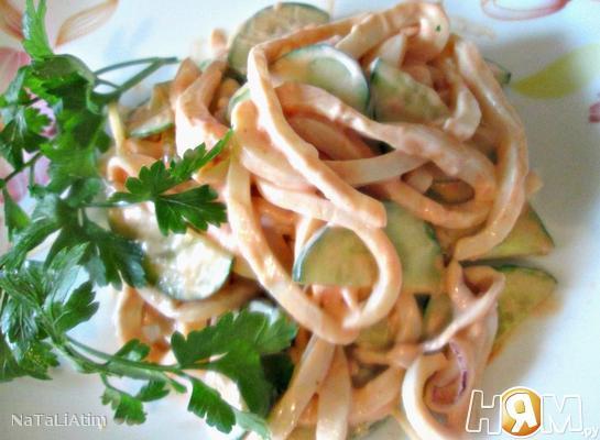 Рецепт Салат с кальмаром и огурцом
