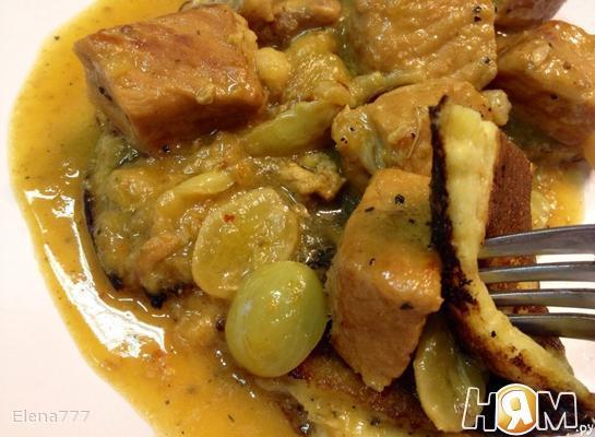 Свинина на блинчики под виноградным соусом