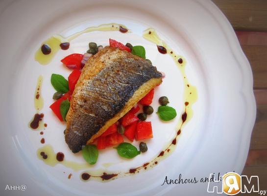 Рецепт Сибас жареный с салатом из помидор и каперсов