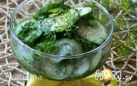 Огуречный салат с медовой заправкой