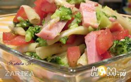 Салат с брокколи, спаржевой фасолью и ветчиной