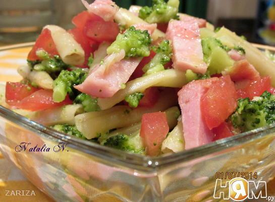 Рецепт Салат с брокколи, спаржевой фасолью и ветчиной