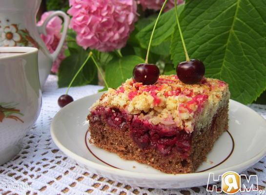 Ароматный вишневый пирог