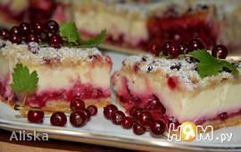 Штрейзелевый творожный пирог с красной смородиной
