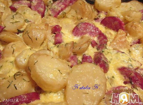 Картофель, запеченый с колбаской