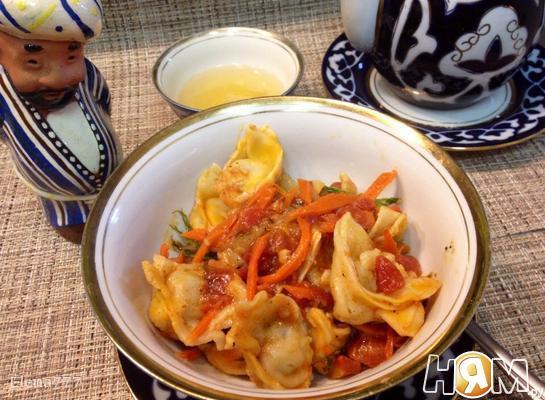 Чучвара в томатном соусе с овощами