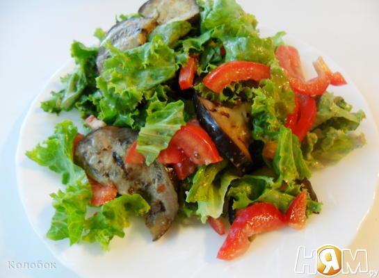 Салат с баклажанами и ореховой заправкой