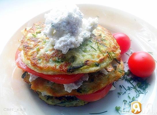 Рецепт Башенки из кабачковых оладий и брынзы