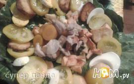 Салат с жареным картофелем и куриным филе